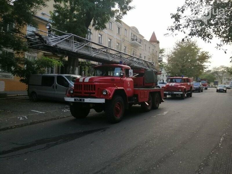 Одесские пожарные из горящего дома спасли 77-летнего мужчину, - ФОТО1