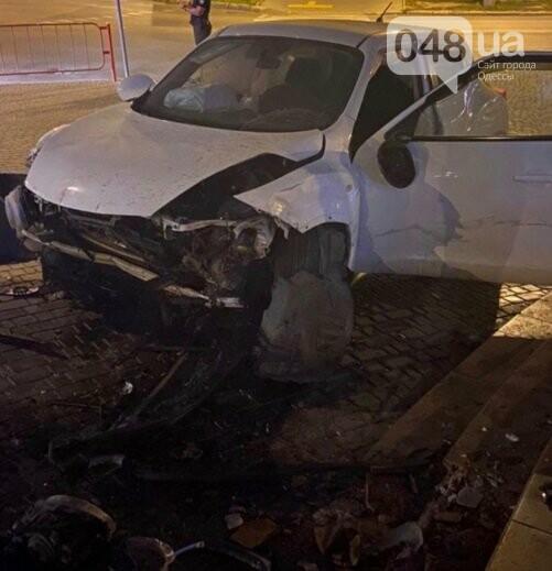В Одессе автоледи протаранила супермаркет, - ФОТО1