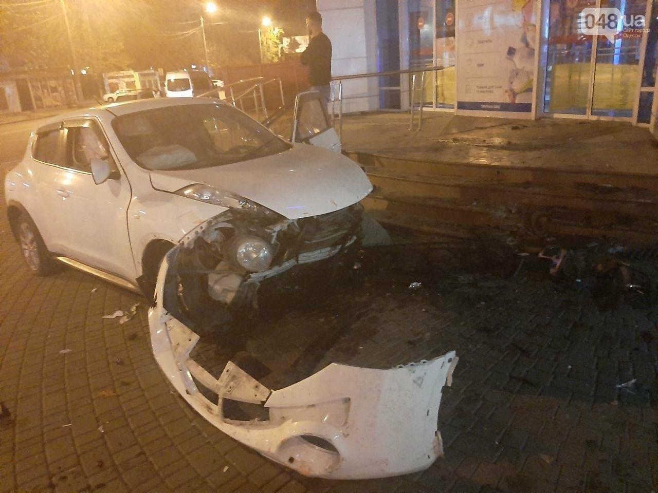 В Одессе автоледи протаранила супермаркет, - ФОТО2