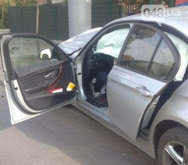 В Одессе молодой парень на BMW протаранил электроопору, - ФОТО , фото-1