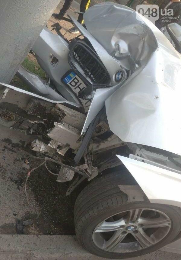 В Одессе молодой парень на BMW протаранил электроопору, - ФОТО , фото-2