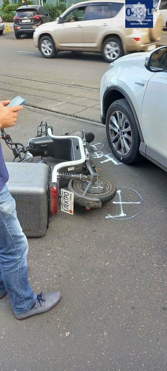 В Одессе в ДТП пострадал водитель электромопеда, - ФОТО1