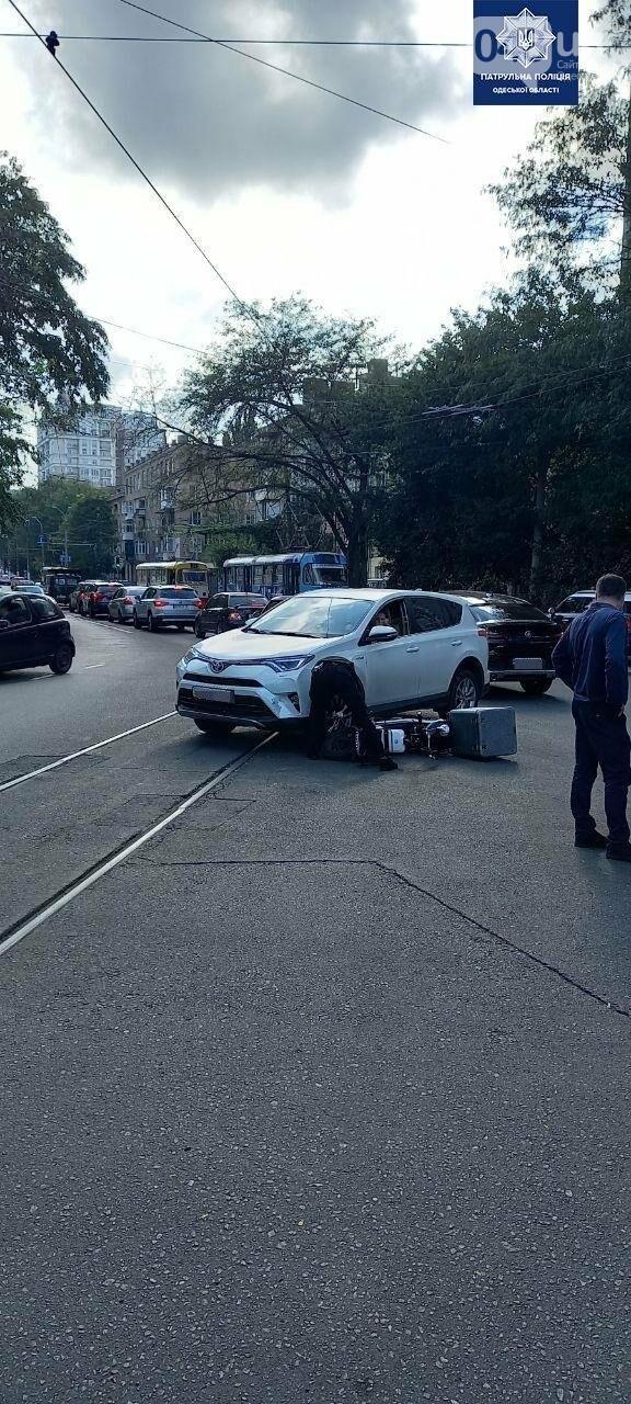 В Одессе в ДТП пострадал водитель электромопеда, - ФОТО2