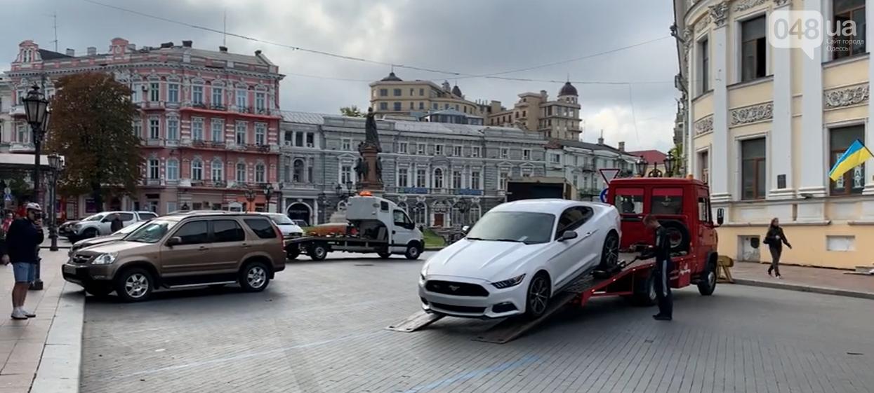 Не Голобородько! В Одессе в ожидании Зеленского автомобили убрали с платной парковки,- ФОТО, фото-1
