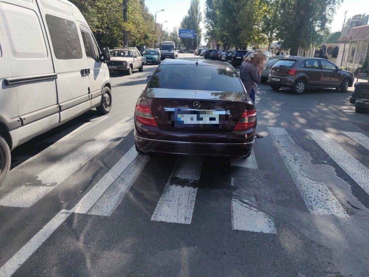 В Одессе водитель Мерседеса сбила пожилую женщину на зебре, - ФОТО1
