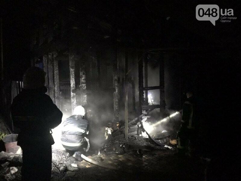 В Одесской области на пожаре погибла женщина, сгорел двухэтажный дом, автомобиль и три сарая,- ФОТО2