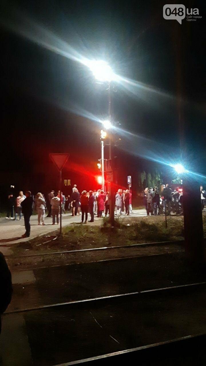 Накипело: возле Совиньона под Одессой люди перекрыли дорогу, - ФОТО, ВИДЕО, фото-1