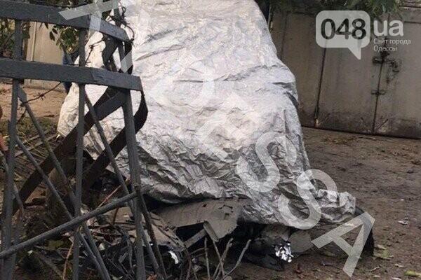 В Одессе патрульный автомобиль врезался в гараж,- ФОТО, фото-3