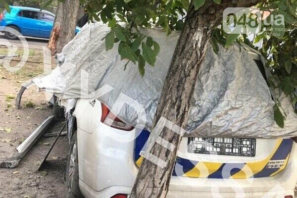 В Одессе патрульный автомобиль врезался в гараж,- ФОТО, фото-2