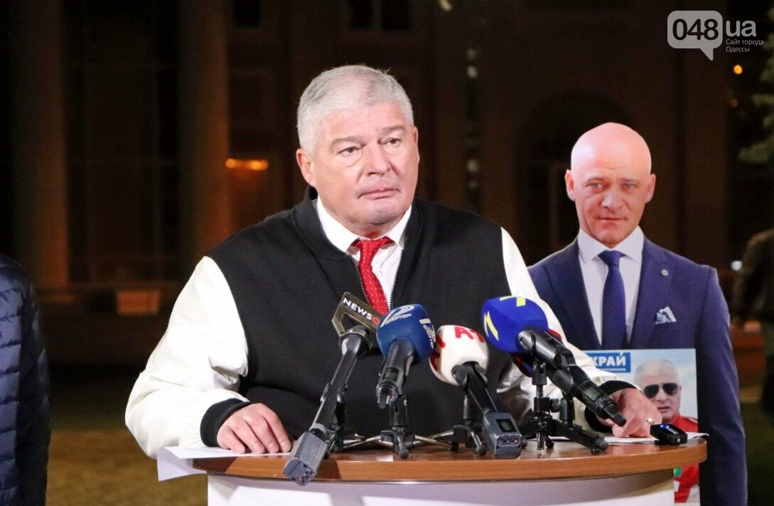 В Одессе кандидат в мэры Евгений Червоненко провел дебаты с картонным Трухановым, фото-2