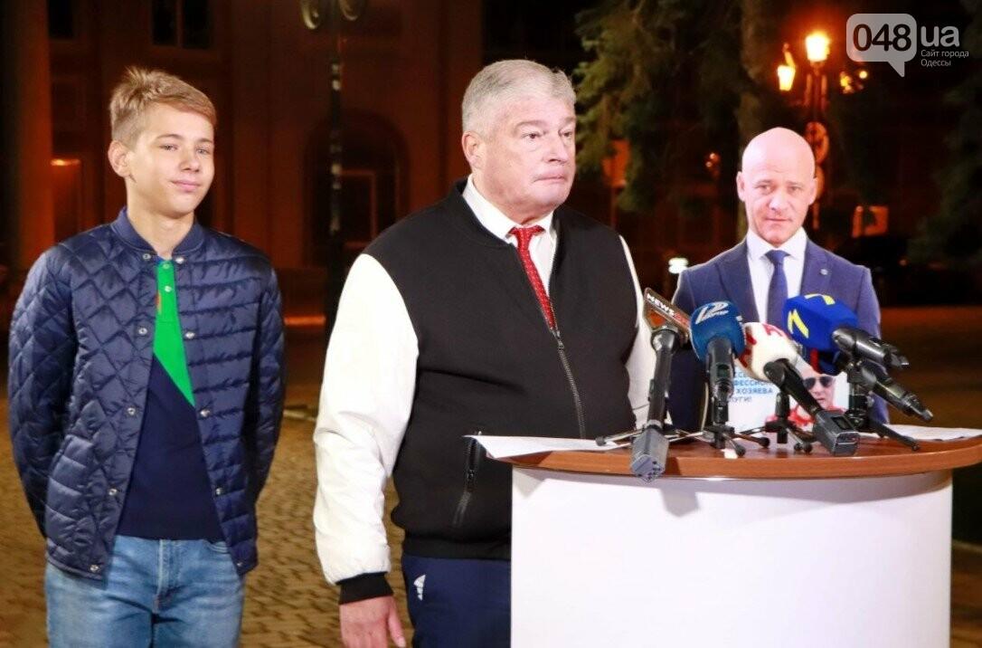 В Одессе кандидат в мэры Евгений Червоненко провел дебаты с картонным Трухановым, фото-1