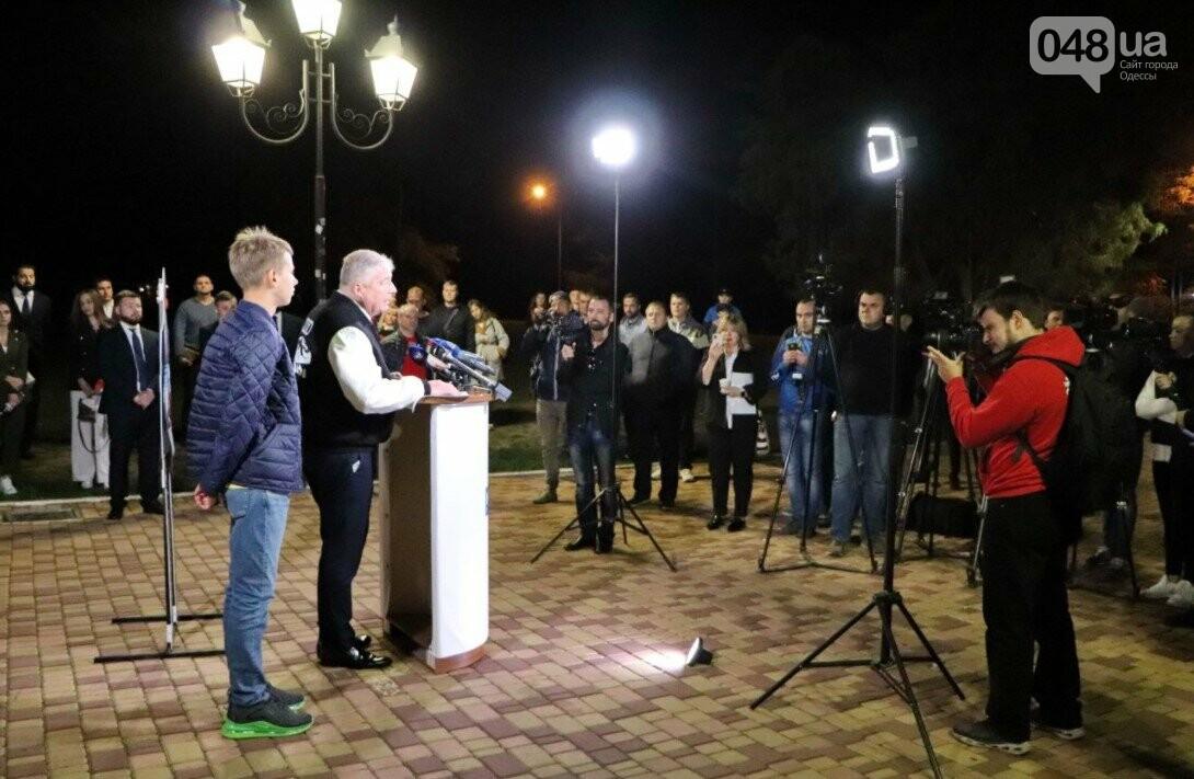 В Одессе кандидат в мэры Евгений Червоненко провел дебаты с картонным Трухановым, фото-3