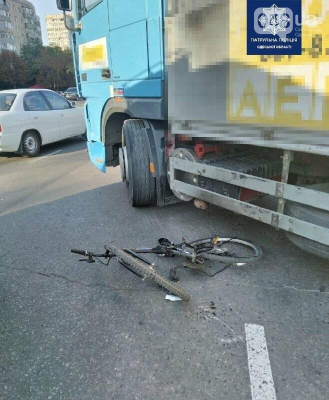 В Одессе грузовик наехал на велосипедиста, - ФОТО, фото-1