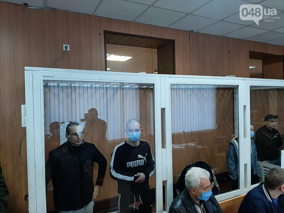 В Одессе на судебном заседании семеро заключенных вскрыли вены,- ФОТО, фото-2