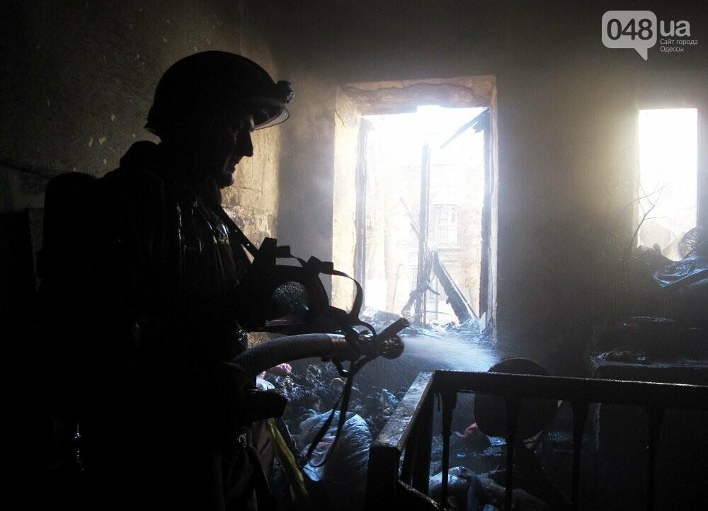 В Одессе пожарные спасли девушку из горящего дома, - ФОТО, фото-3
