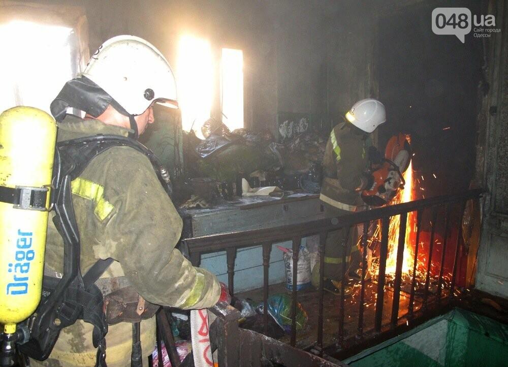 В Одессе пожарные спасли девушку из горящего дома, - ФОТО, фото-2