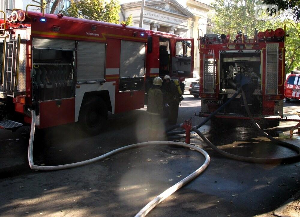 В Одессе пожарные спасли девушку из горящего дома, - ФОТО, фото-1