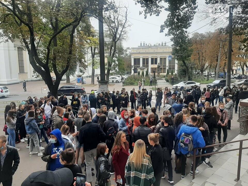 Флешмоб или преступление: почему на одном из избирательных участков в Одессе собрали студентов Кивалова , - ВИДЕО, фото-1