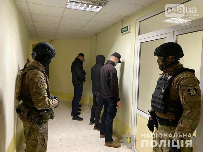 В Одессе несколько мужчин вытолкали одессита из квартиры и поставили новые замки, - ФОТО, ВИДЕО, фото-2