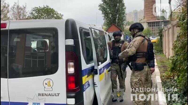 В Одессе несколько мужчин вытолкали одессита из квартиры и поставили новые замки, - ФОТО, ВИДЕО, фото-1