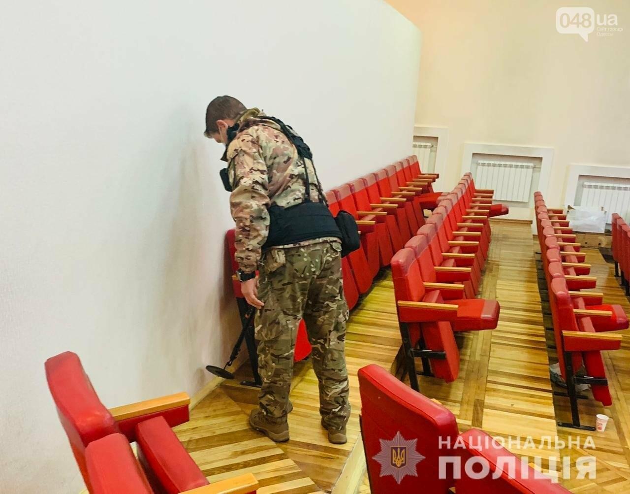 В Одессе ищут взрывчатку в здании территориальной избирател..., фото-11
