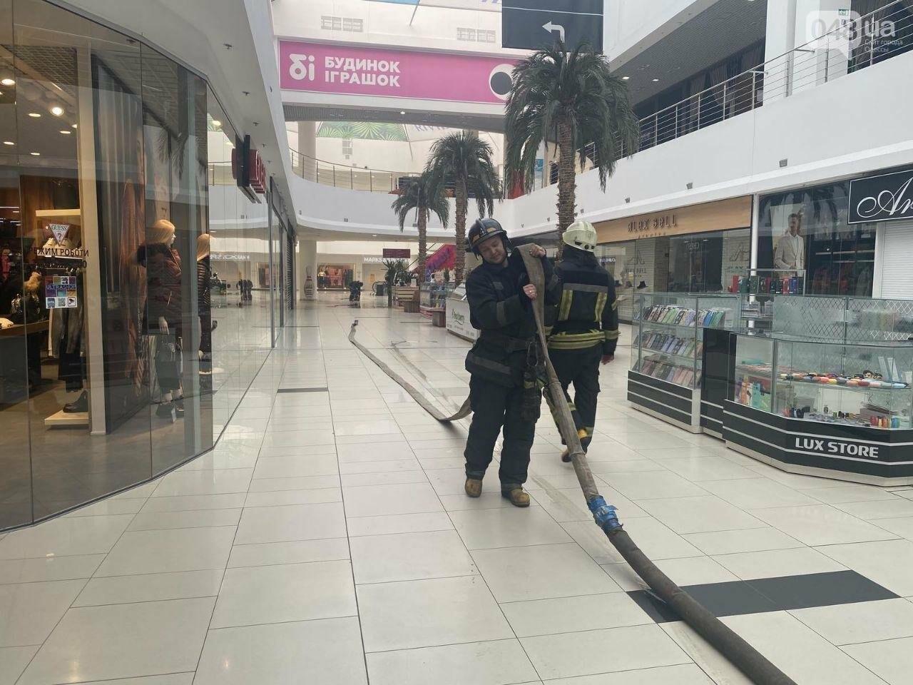 В Одессе из торгового центра эвакуировали людей, - ФОТО, фото-2