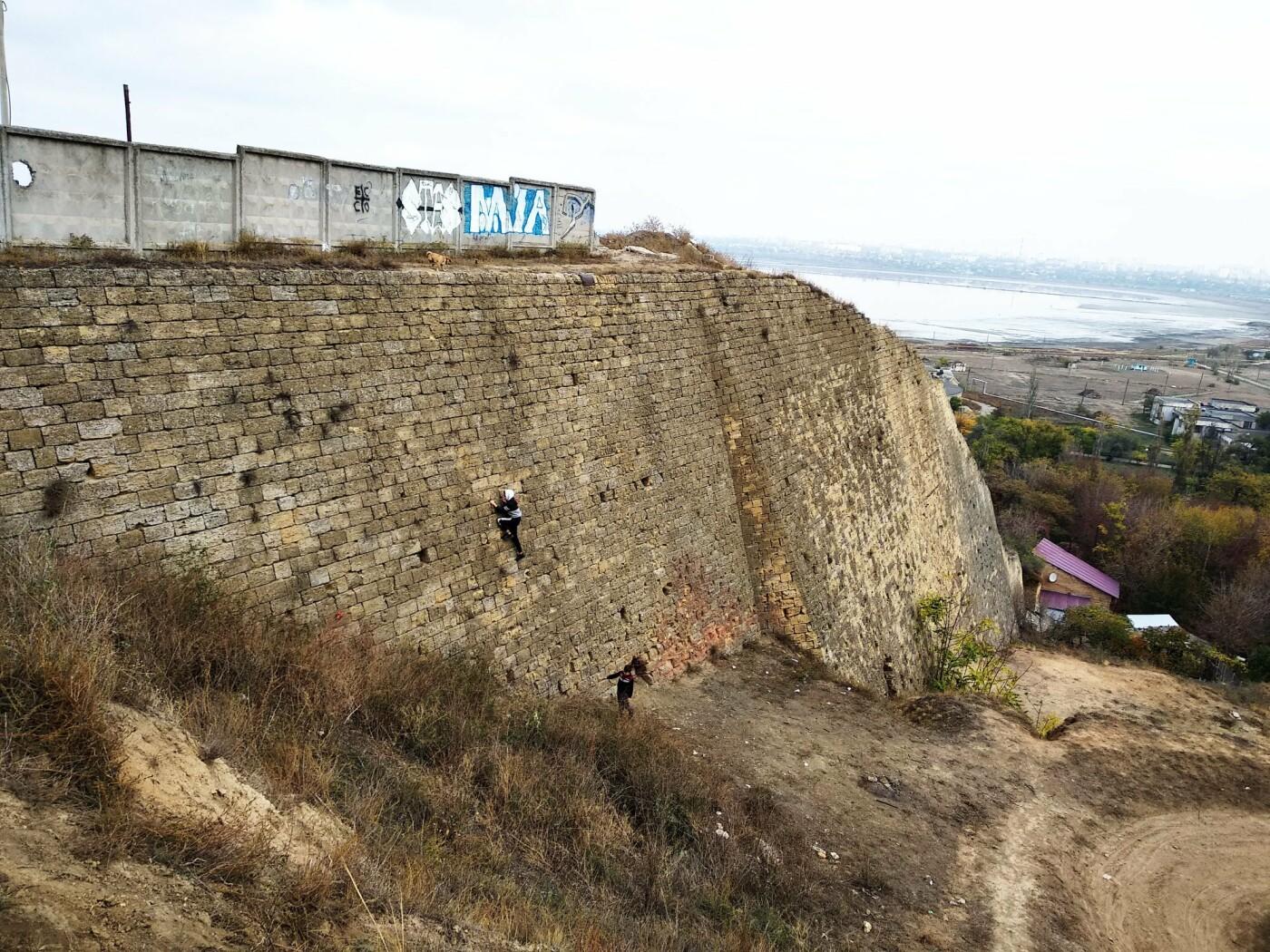 Подросток забрался на Куяльницкую стенку под Одессой и ждал..., фото-22