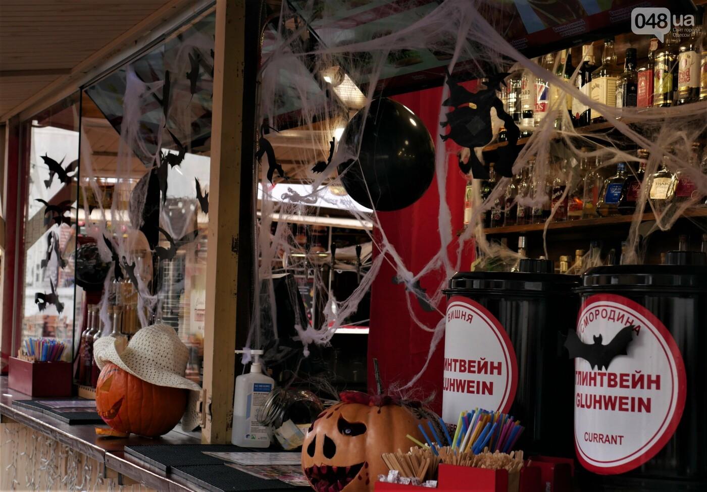 Фотопятница: улицы Одессы заполонили тыквы, - ФОТОРЕПОРТАЖ, фото-20