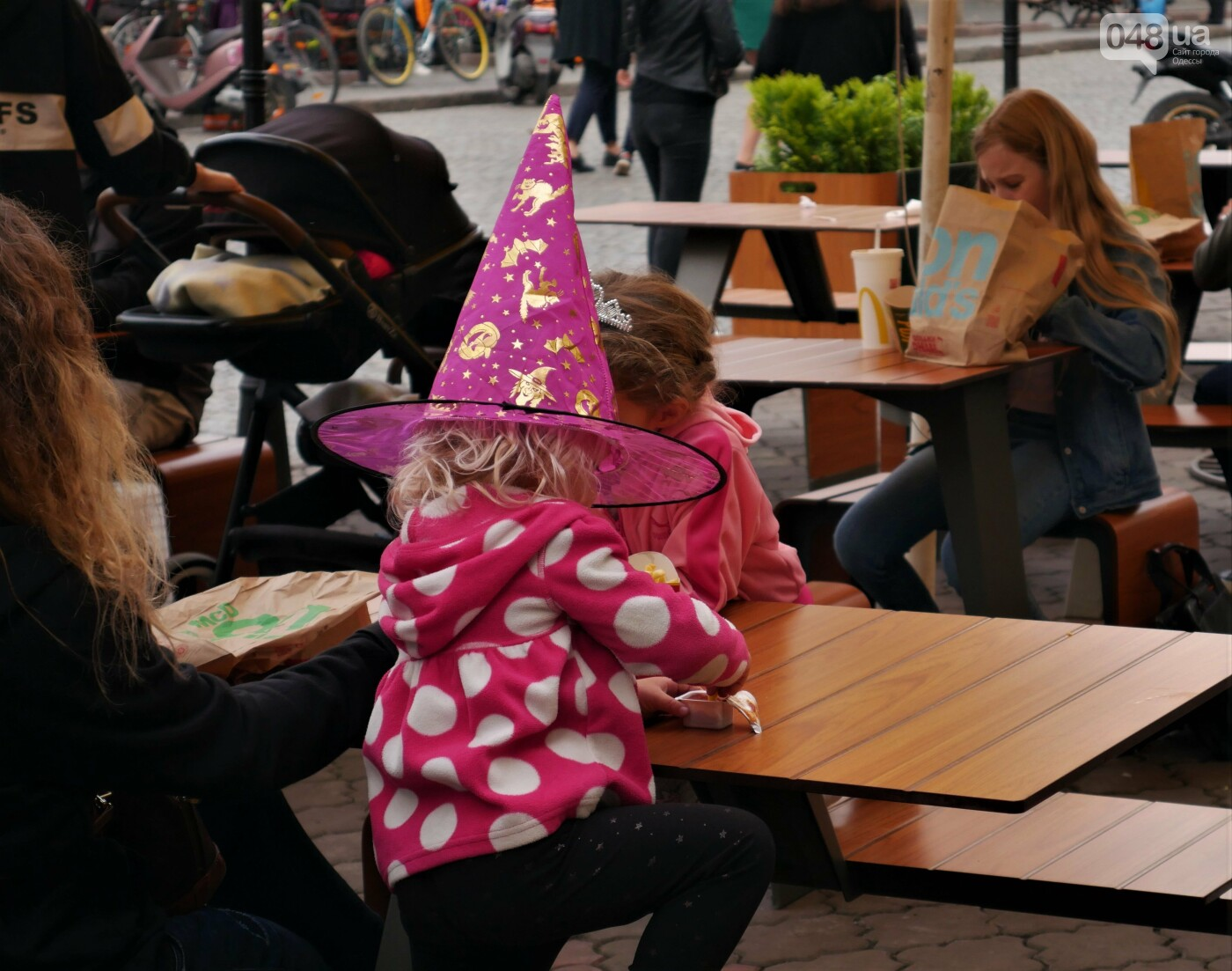 Фотопятница: улицы Одессы заполонили тыквы, - ФОТОРЕПОРТАЖ, фото-23