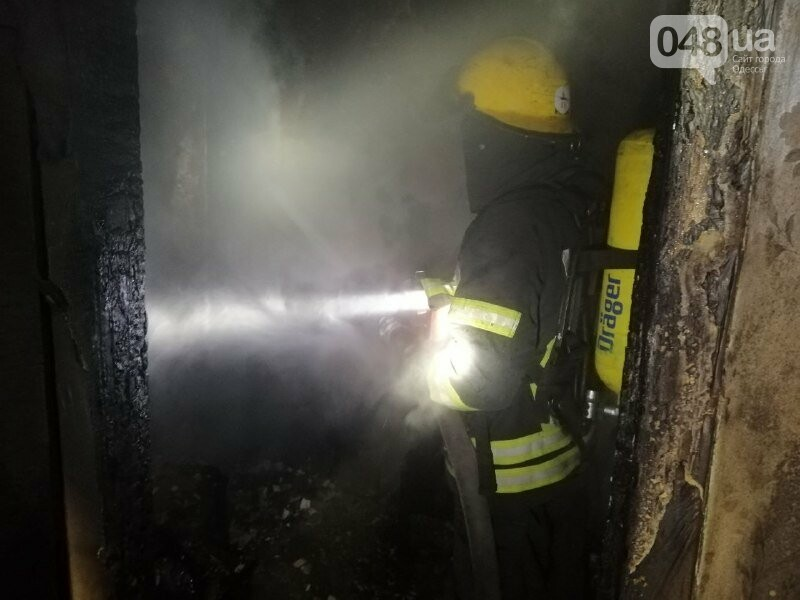 В Одессе, во время пожара квартиры, пострадала пожилая женщина, - ФОТО, фото-3