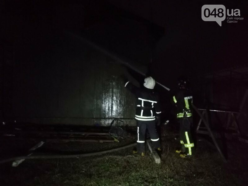 Под Одессой 17 пожарных тушили двухэтажный дом, - ФОТО, фото-2