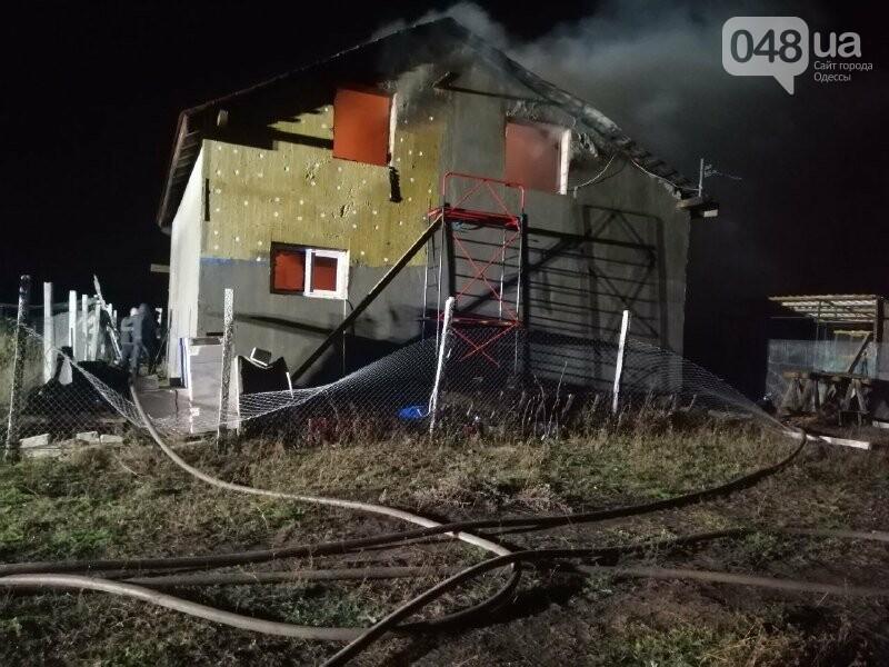 Под Одессой 17 пожарных тушили двухэтажный дом, - ФОТО, фото-1
