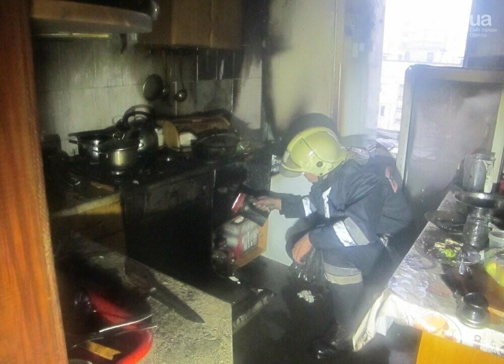 В Одессе тушили пожар в квартире на десятом этаже, - ФОТО, фото-3