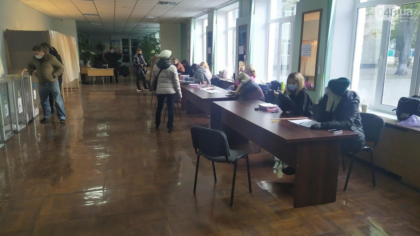 Местные выборы в Одессе: фиксируется рекордно низкая явка, фото-4, ФОТО: Александр Жирносенко