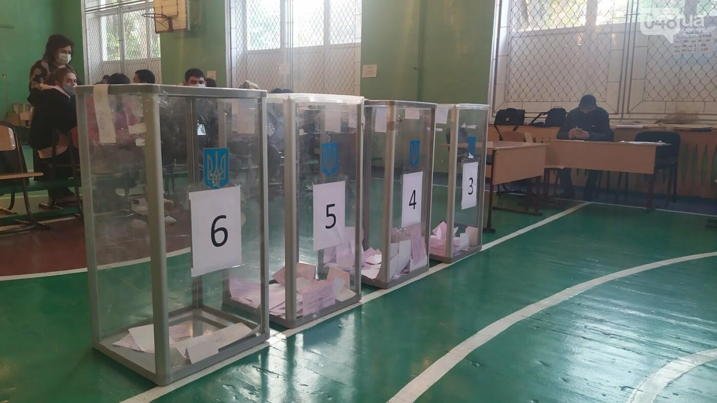 Местные выборы в Одессе: фиксируется рекордно низкая явка, фото-5, ФОТО: Александр Жирносенко