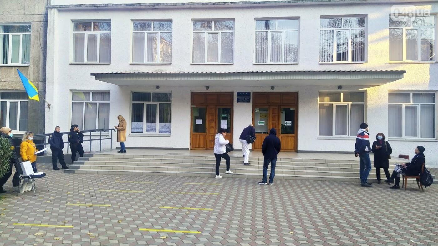 Местные выборы в Одессе: фиксируется рекордно низкая явка, фото-2, ФОТО: Александр Жирносенко