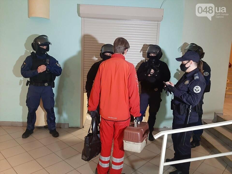 Бунт в колонии: в Одессе в Малиновском суде один из заключенных вскрыл вены,- ФОТО, ОБНОВЛЕНО, фото-1
