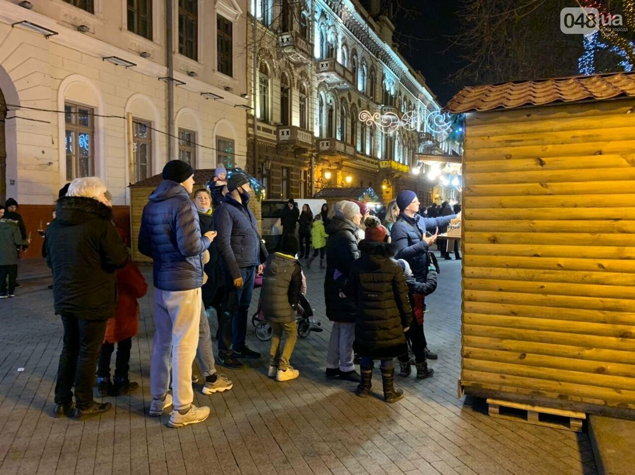 Фоторепортаж: В Одессе зажгли главную елку города, - ФОТО, ВИДЕО, фото-11