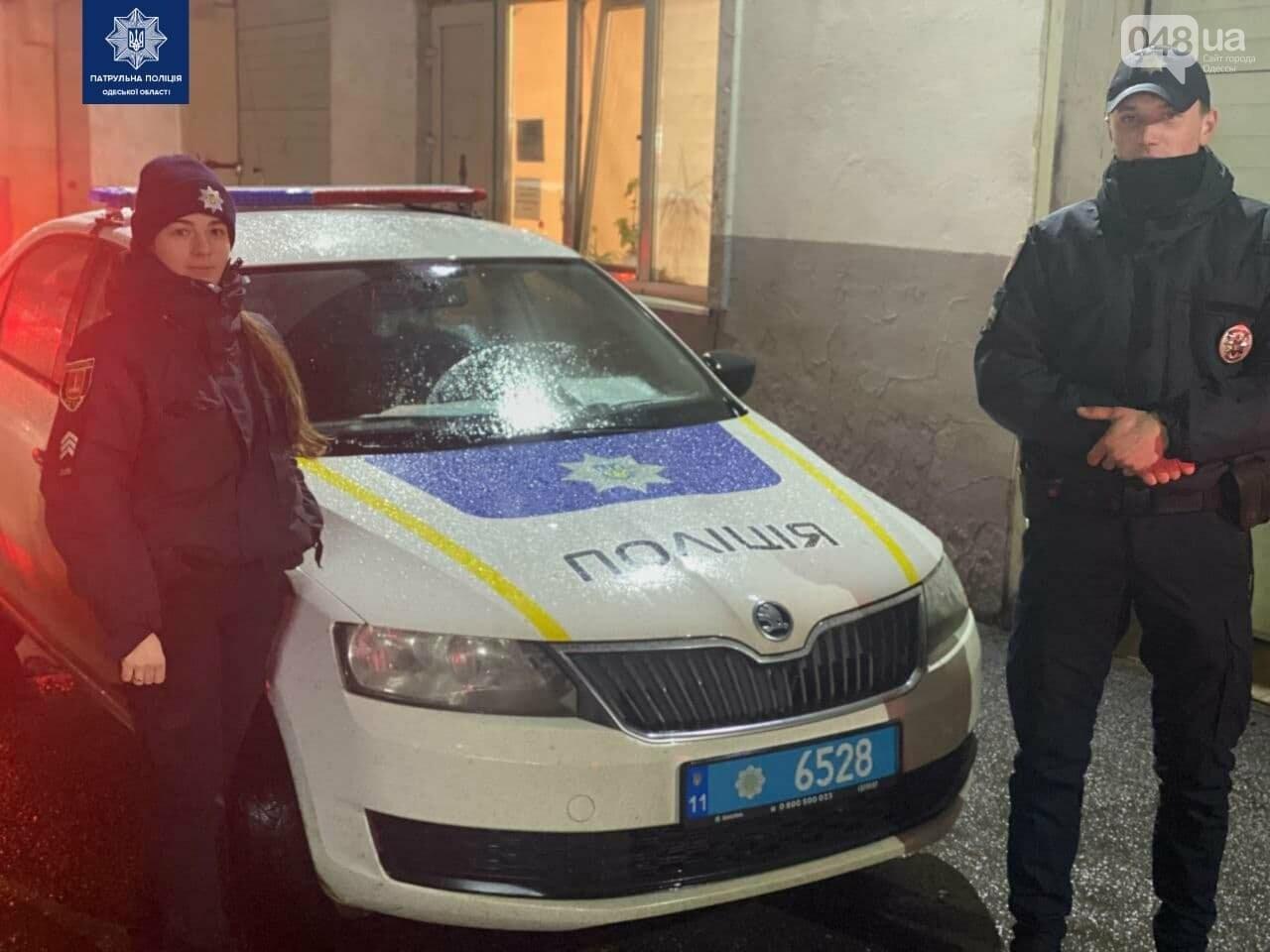 Одесские патрульные со спецсигналами сопроводили автомобиль с больным ребёнком, - ФОТО, фото-1