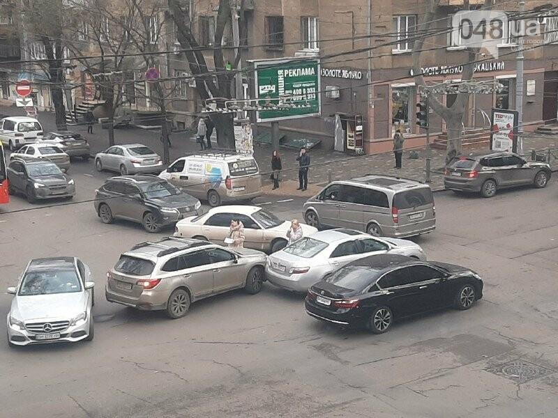 В центре Одессы автоледи устроили ДТП, - ФОТО, фото-2