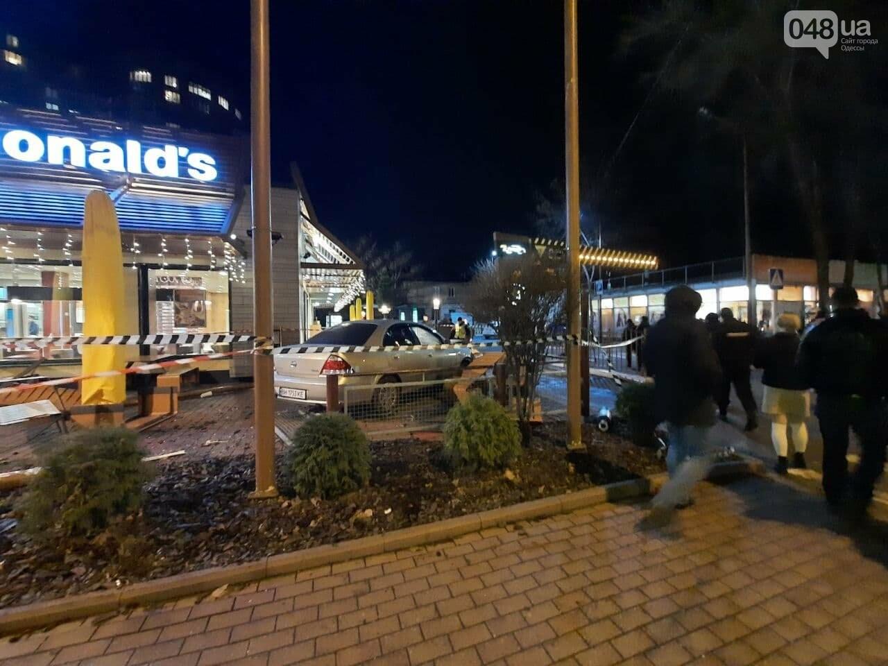 Стало плохо за рулём: в полиции прокомментировали резонансное ДТП в Одессе, - ФОТО, ВИДЕО, фото-5