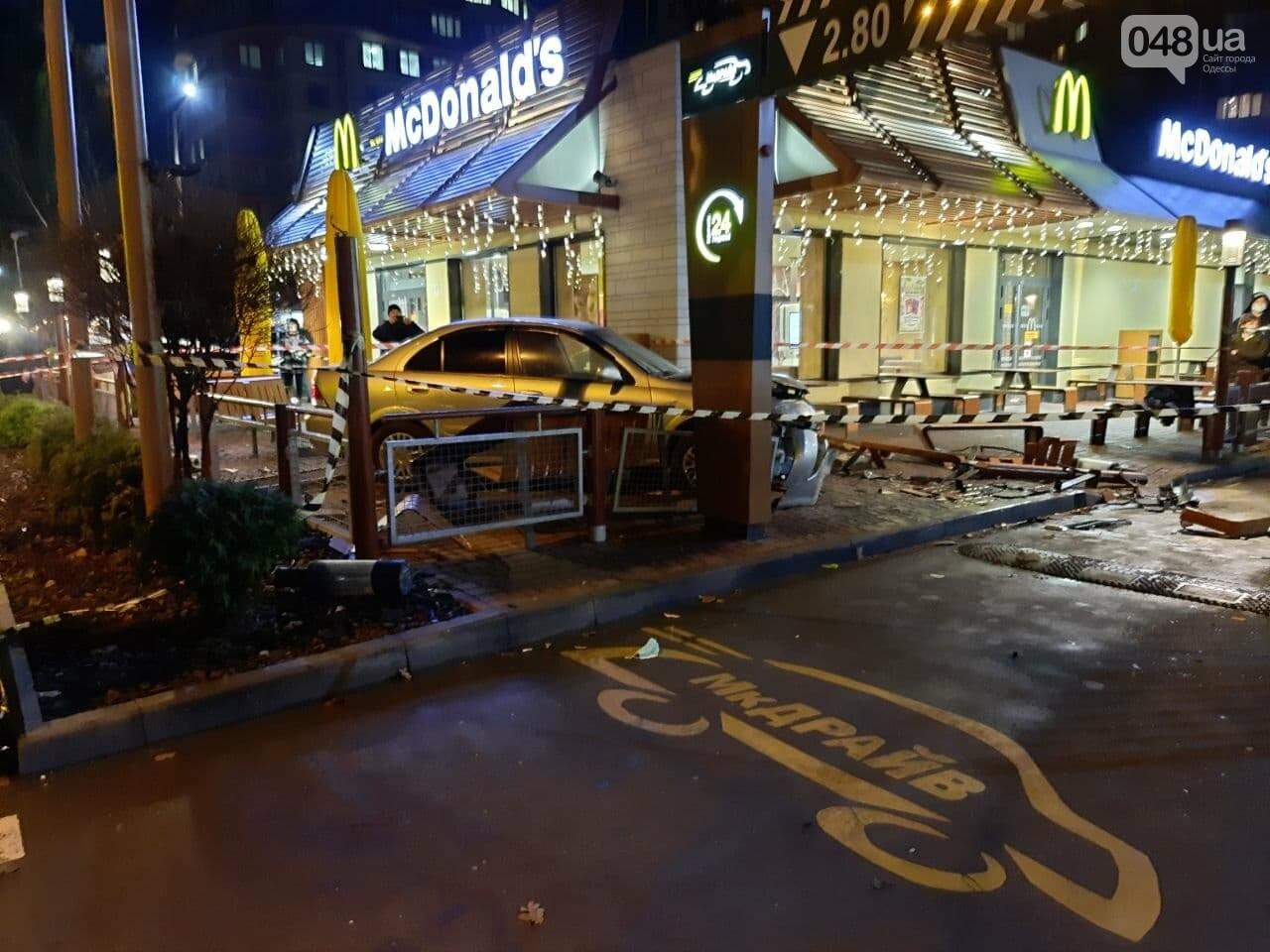 Стало плохо за рулём: в полиции прокомментировали резонансное ДТП в Одессе, - ФОТО, ВИДЕО, фото-6