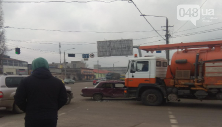 Есть пострадавшие: в Одессе джип, седан и грузовик не поделили дорогу, - ФОТО, фото-1