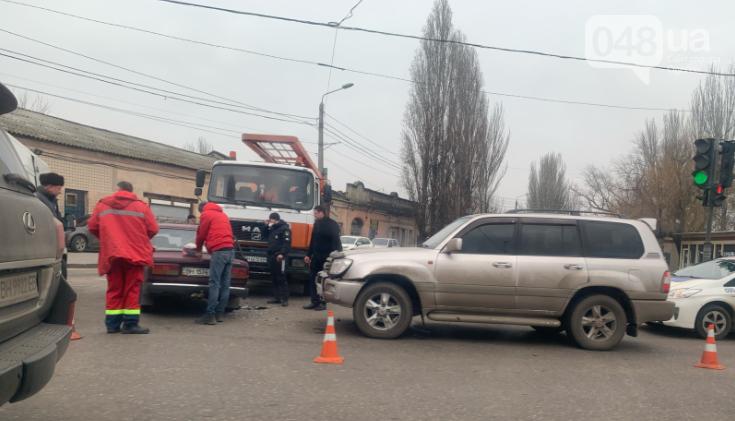 Есть пострадавшие: в Одессе джип, седан и грузовик не поделили дорогу, - ФОТО, фото-2