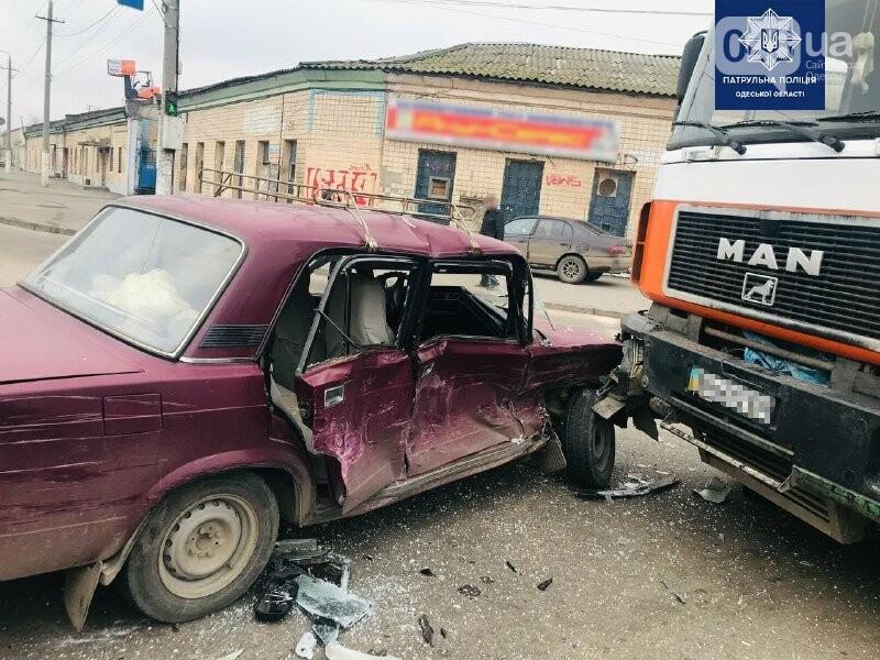 Есть пострадавшие: в Одессе джип, седан и грузовик не поделили дорогу, - ФОТО, фото-4