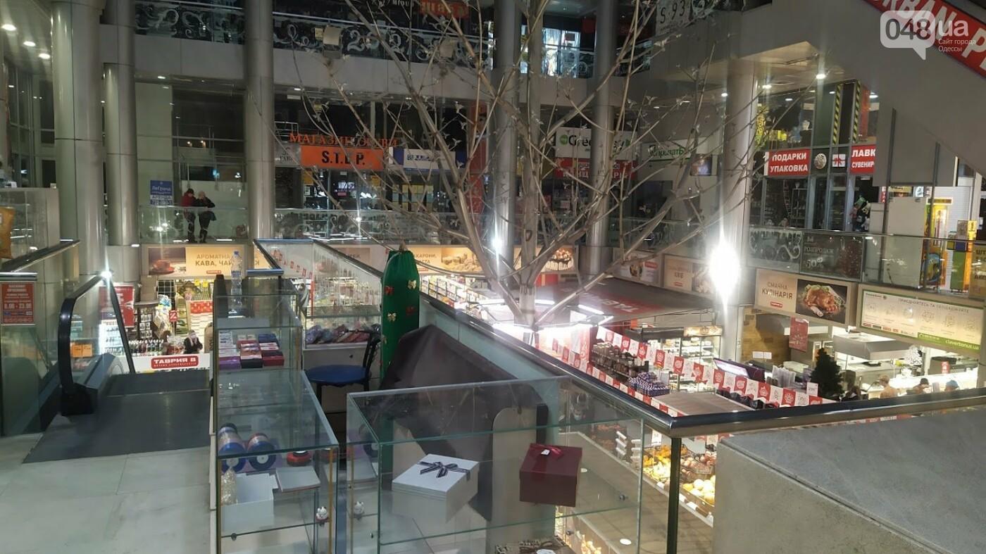 Пятый день локдауна в Одессе: как работают торговые центры, - ФОТОРЕПОРТАЖ, фото-2, ФОТО: Александр Жирносенко.