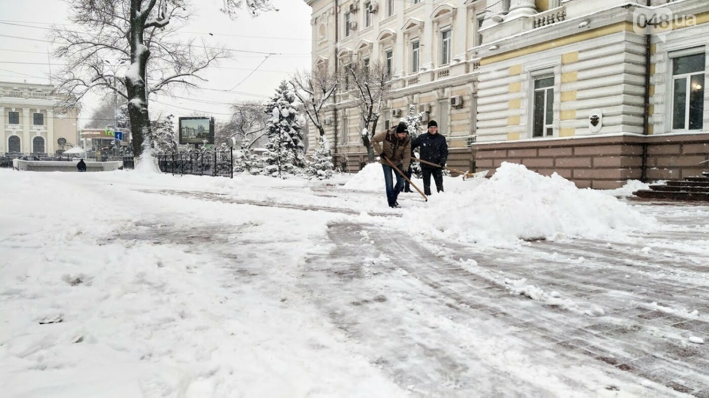 Одессу накрыло снегом: 20 кадров с заснеженных улиц города, - ФОТОРЕПОРТАЖ, фото-11, ФОТО: Александр Жирносенко