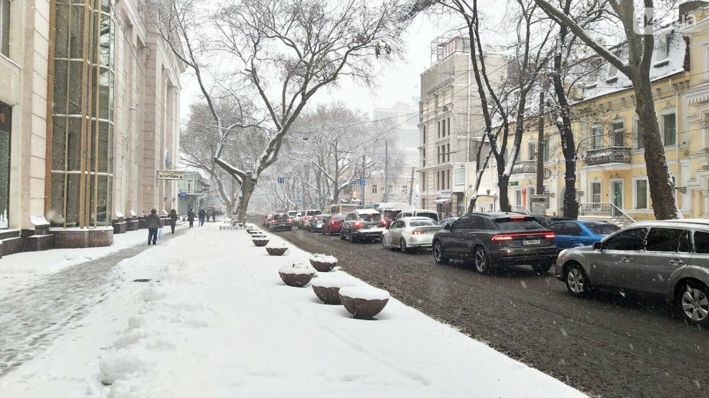 Одессу накрыло снегом: 20 кадров с заснеженных улиц города, - ФОТОРЕПОРТАЖ, фото-5, ФОТО: Александр Жирносенко