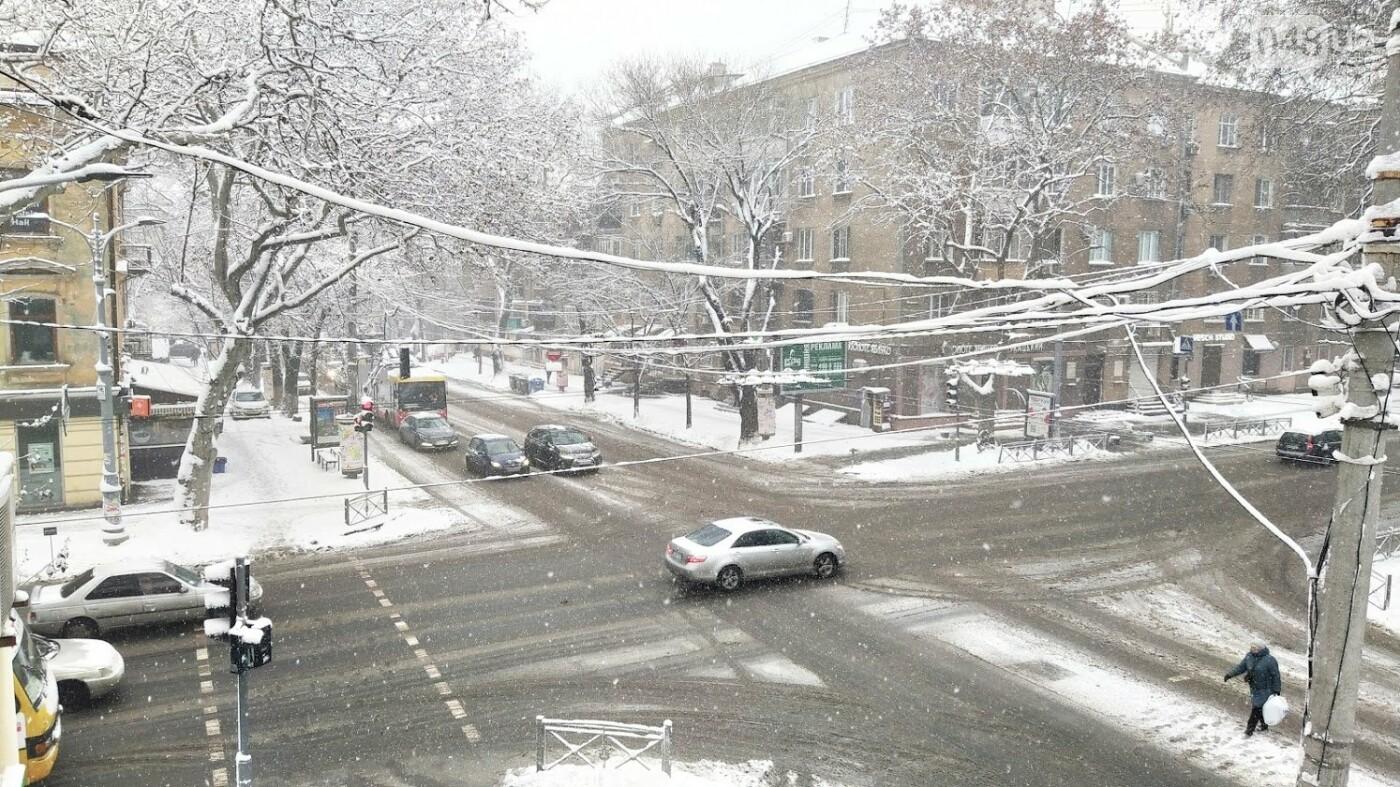 Одессу накрыло снегом: 20 кадров с заснеженных улиц города, - ФОТОРЕПОРТАЖ, фото-19, ФОТО: Александр Жирносенко
