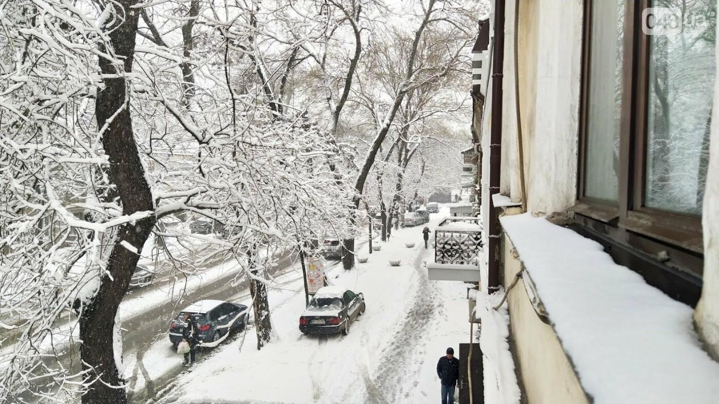 Одессу накрыло снегом: 20 кадров с заснеженных улиц города, - ФОТОРЕПОРТАЖ, фото-20, ФОТО: Александр Жирносенко